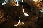 Пещера хранит в себе волшебный мир, полный необычных образов. Его заполняют сталактиты, сталагмиты и прочие удивительные образования. Все это многообразие непривычных форм и цветов, многократно усиливаясь в лучах прожекторов, буквально завораживает зрителя, представляя зрелищный спектакль, не могущий не вызвать восхищение. Главное отличие Соплао от подобных пещер заключается в огромном количестве и разнообразии т.н. «эксцентриков», необычных нитевидных и спиралевидных форм образовавшихся вопреки законам гравитации.