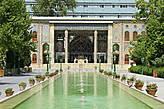 В каждом дворце должен быть бассейн с водой