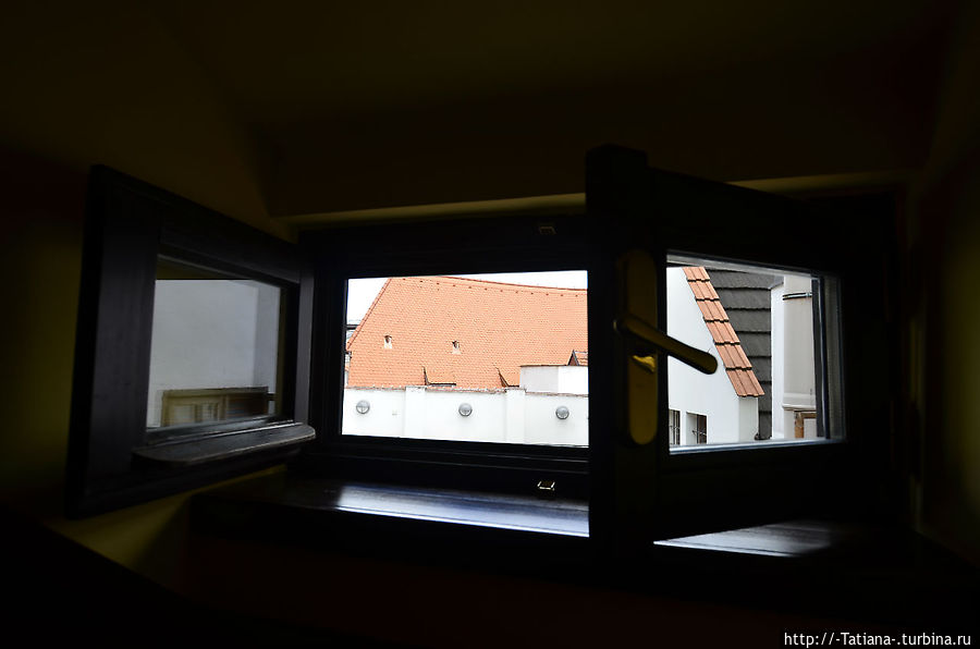 а из нашего окошка видно крумловских крыш немножко