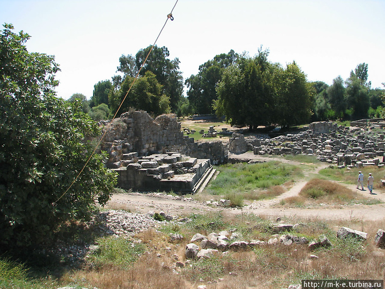 Развалины акрополя и церк