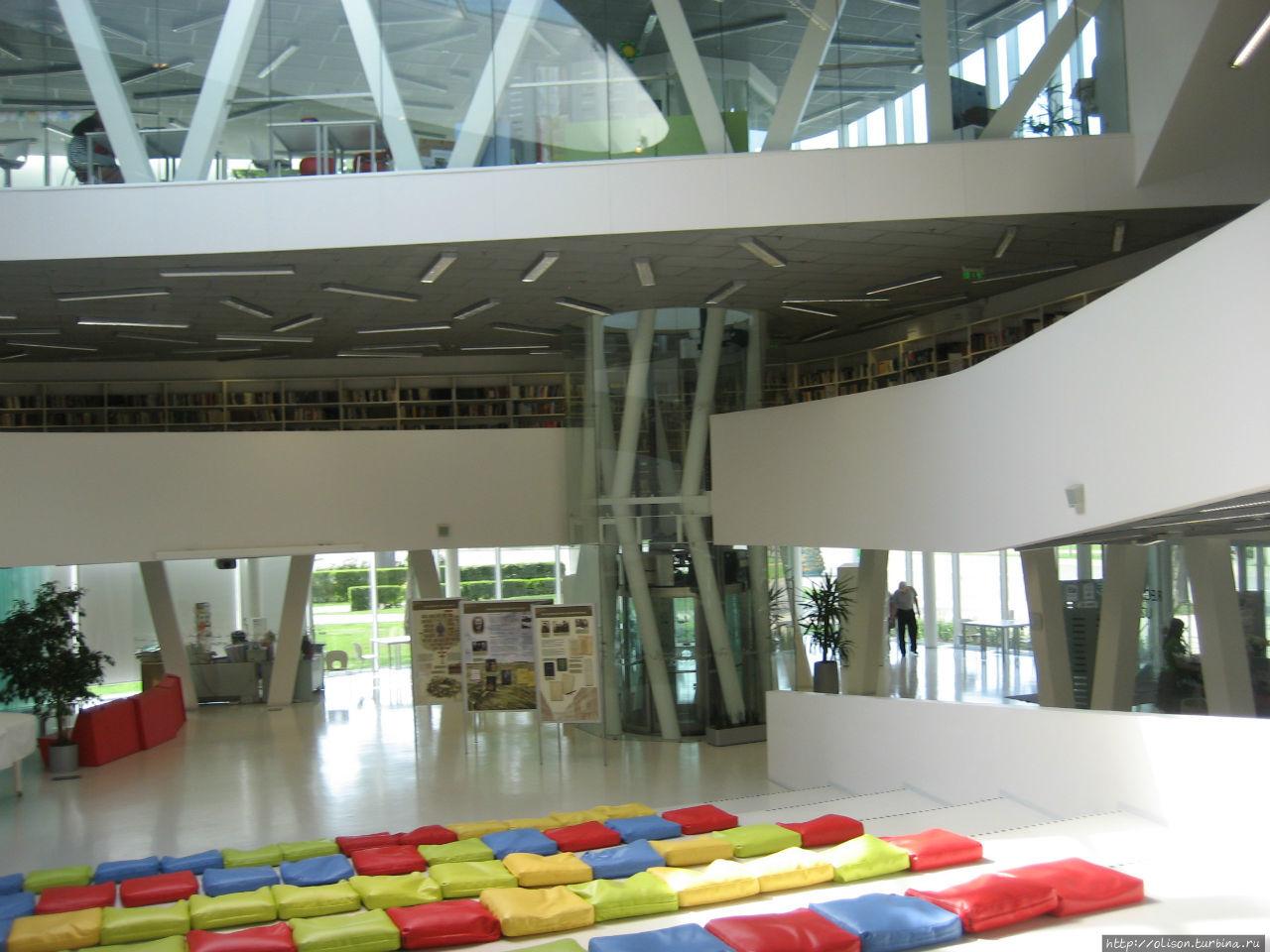 Библиотека в Парвенте