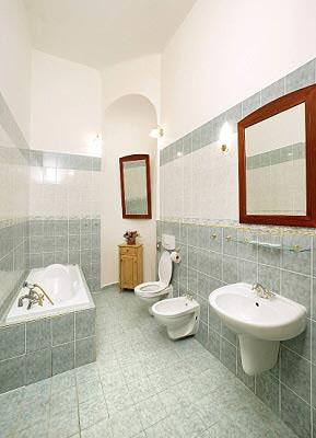 Фото ванной комнаты нашего номера на сайте отеля.