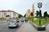 Центральный перекресток Гродно — католический костел и Т-34