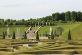 В период правления Кристиана VII каскад был демонтирован, поскольку  сад и парк пришли в запустение и сильно заросли — накладно для короны было в то время обеспечить им должный уход.