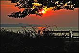 И прогуляться по набережной в лучах восходящего солнца