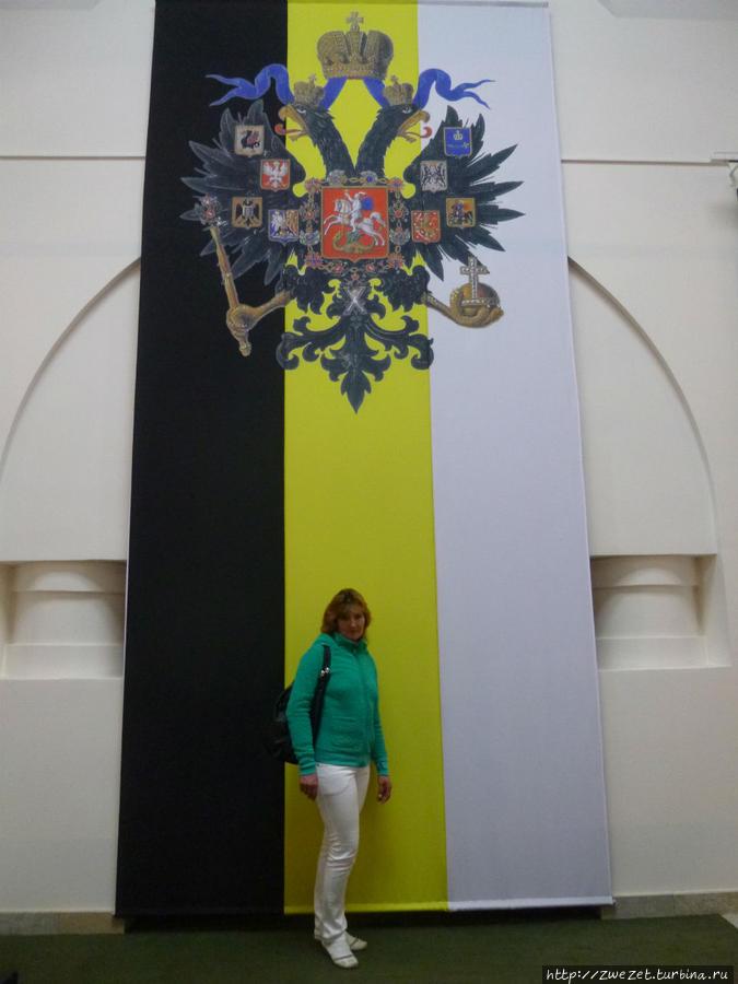 На Государственном флаге Малый Герб Российской империи никогда не изображался
