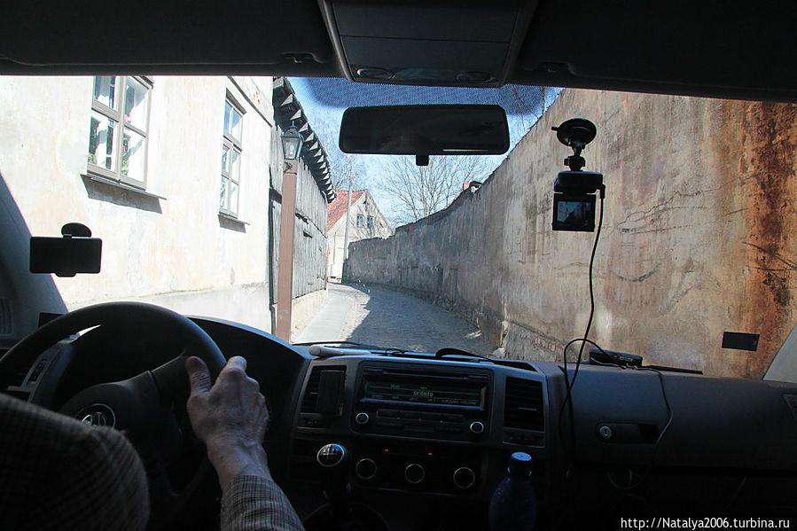Кулдига. Старый город. Вид из окна автомобиля.