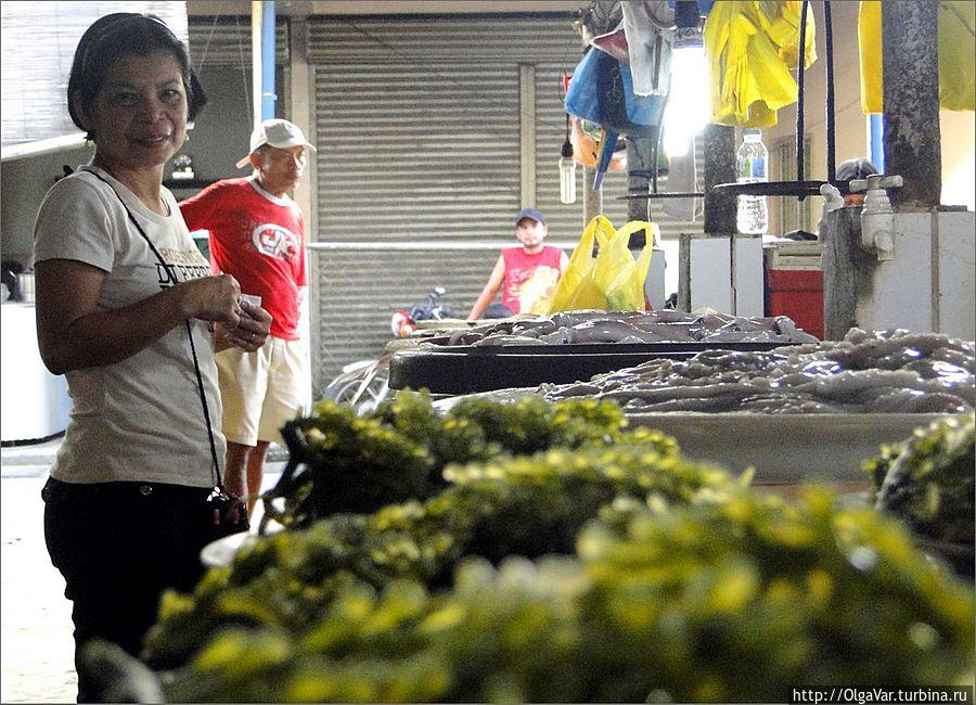 Ежегодно на Филиппинах получают урожай в 15 тонн морских водорослей, которые выращивают в специальных запрудах Хагна, остров Бохол, Филиппины