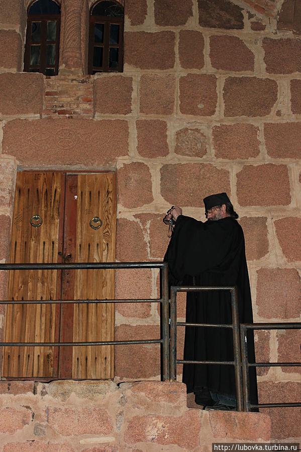 На вершине Джебель Муса (по-арабски)  горы Моисея. Монастырь Святой Екатерины, Египет