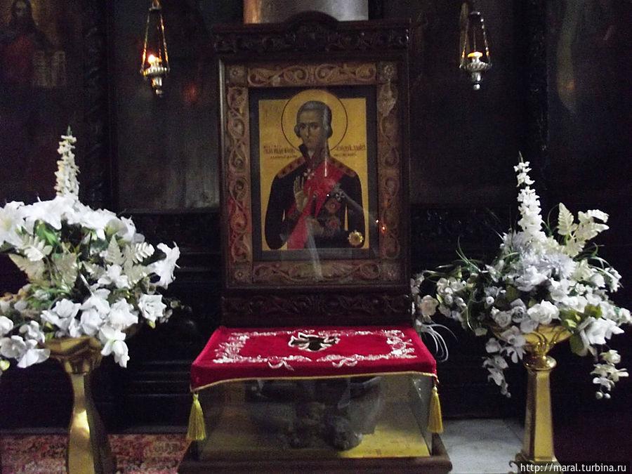 Икона святого праведника Федора Ушакова с частицей мощей, преподнесённых в дар храму из Ярославля