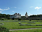 Вид на замок Шенонсо с садом Дианы