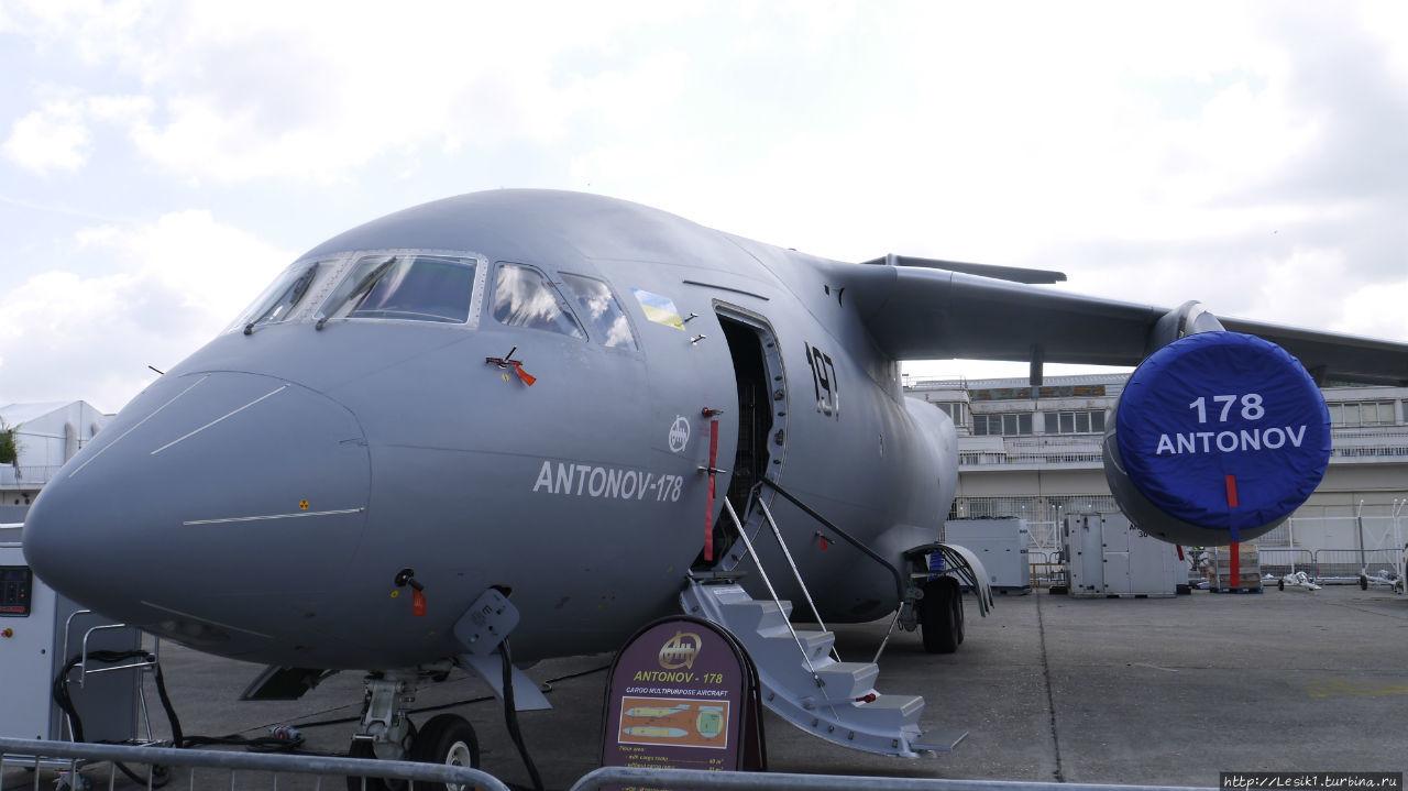 Ближнемагистральный военно-транспортный самолет АН-178 пока существует в единственном экземпляре. Первый полет он совершил 7 мая. Ан-178 должен заменить устаревшие Ан-12.