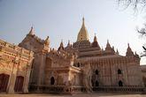 Храм Ананда. Один из самых крупных в Азии, построен в 1091 году и назван по имени одного из главных учеников Будды