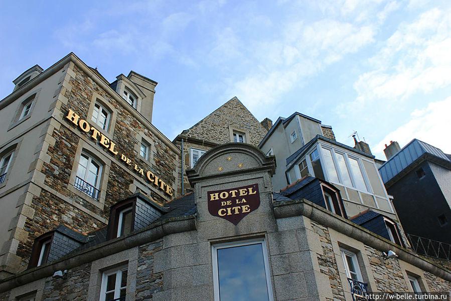 Отель de la Cite.