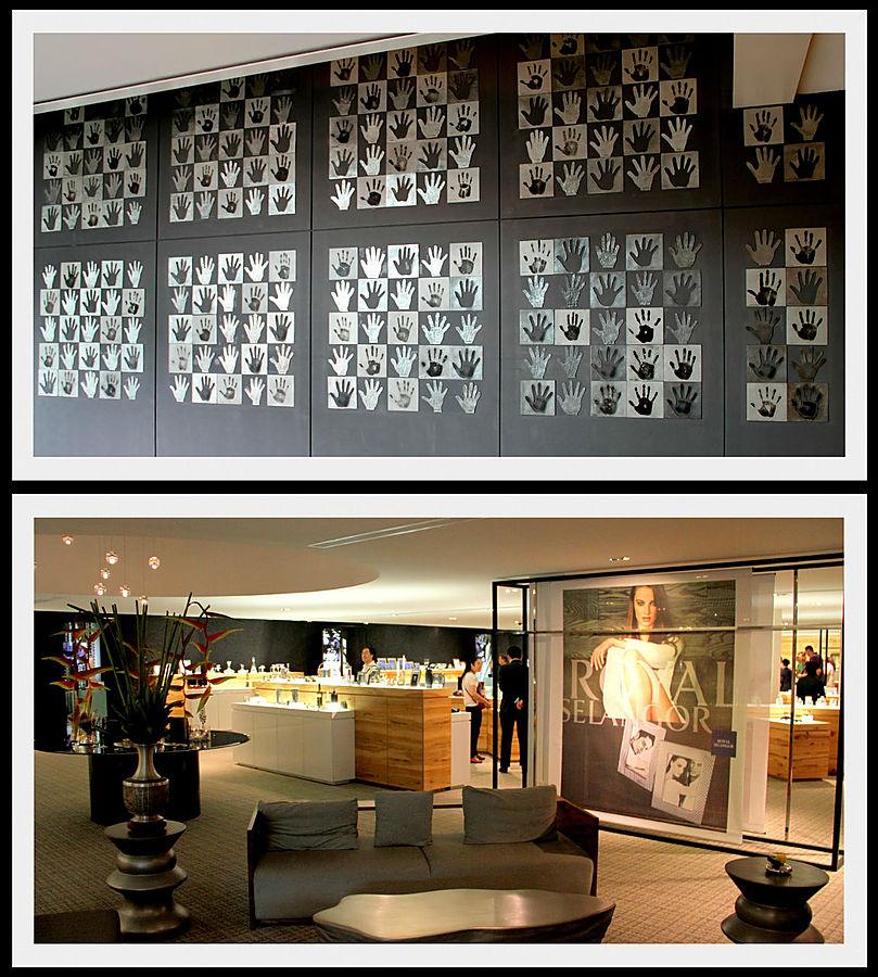 На верхнем фото отпечатки рук сотрудников которые отработали в компании более 5 лет.