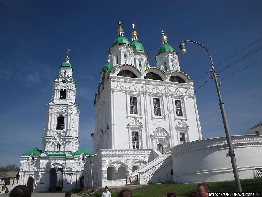 Успенский Кафедральный собор считается одним из лучших образцов русского церковного зодчества начала XVIII века, и является единственным из сохранившихся в России архитектурных храмовых комплексов, где храм и Лобное место соединены