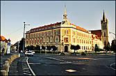 На центральной площади города находится городская ратуша, прекрасный образец барочной архитектуры XVIII века.