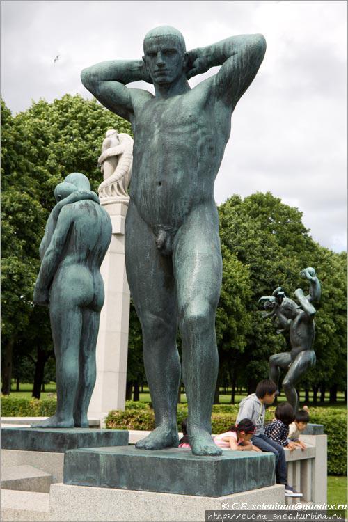 11. Все люди здесь — мужчины, женщины, дети — имеют плотное гиперстеническое телосложение. Это люди, крепко стоящие на земле, здоровые и сильные.