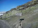 Вышли на самую высокую отметку на маршруте. 1343 м. Дальше только вниз.