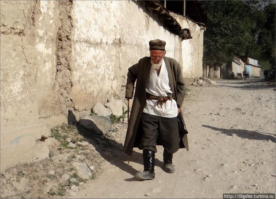 Местное мужское население Арсланбоб, Киргизия