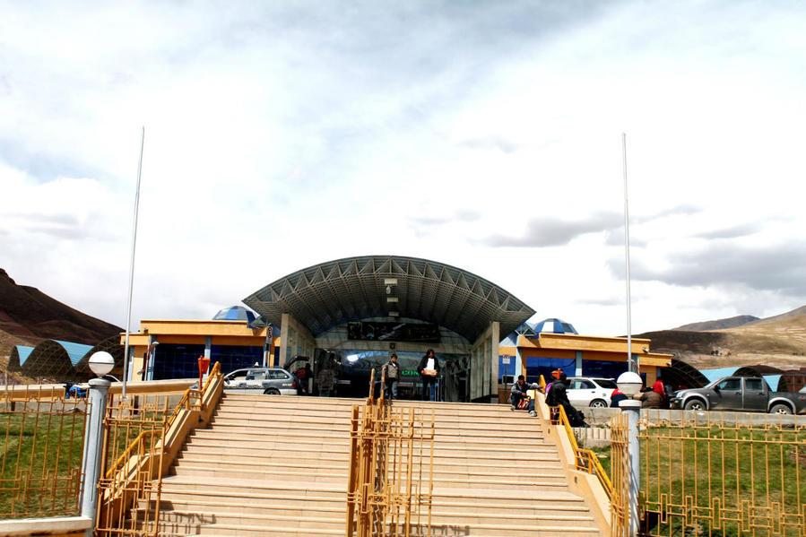 главный вход автовокзала Потоси