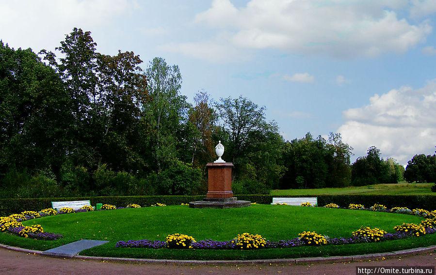 Братская могила рабочим и солдатам, погибшим в гражданскую войну. Павловск, Россия