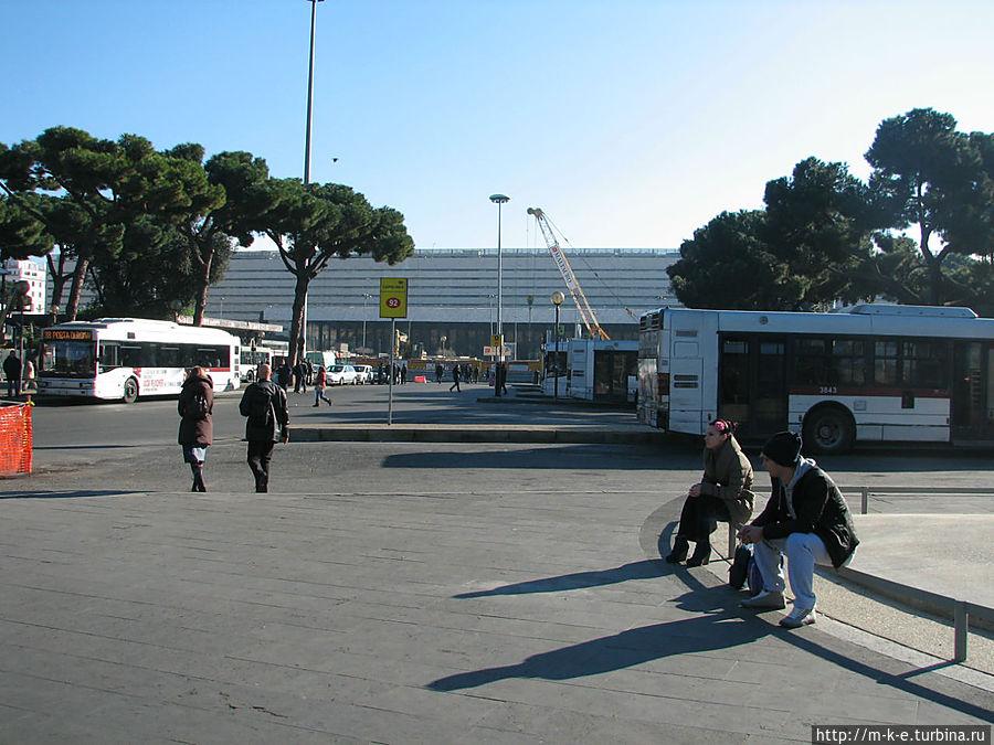Вид на вокзал с площади