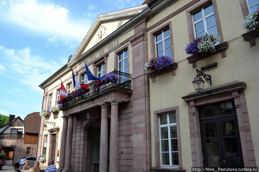 Важнейшая  достопримечательность  Риквира — вино Рикевир, Франция