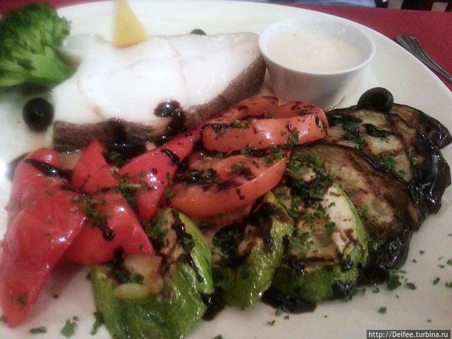Палтус, приготовленный на пару, с овощами гриль