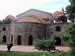 Церковь Святой Софии.  Именно в ней в тристо двадцать пятом г. до н. э. происходил Первый Никейский Вселенский  Собор. а в семьсот восемьдесять седьмом — Второй .