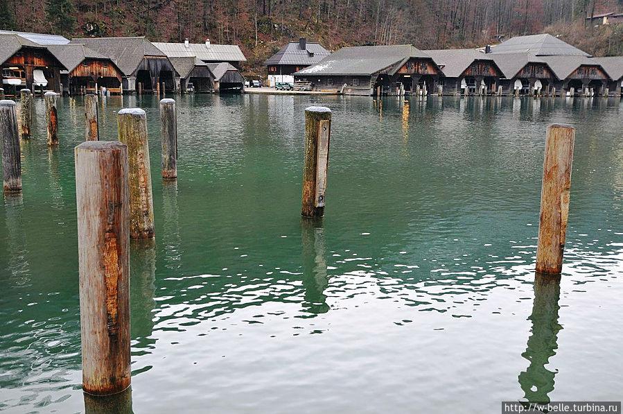 Самое глубокое в Германии (около 190 м) Озеро находится на территории общины Шёнау-ам-Кёнигсзее, включено в Национальный парк Берхтесгаден. В Кёнигсзее впадают воды расположенного на юго-востоке озера Оберзее. Рамзау-Берхтесгаден, Германия
