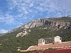 Захватывающие прыжки совершаются с горы Бабадаг (1975 м).