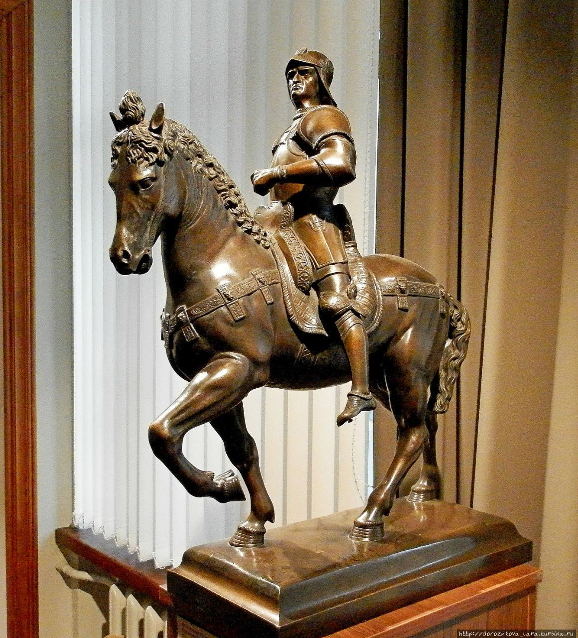 Бронзовая копия памятника, выполненного А. Верроккьо