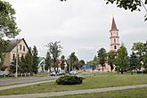 А сам город считается очень старинным, хотя в письменных источниках он известен с 1552 года, когда принадлежал Графам Тышкевичам, чуть позже Ружаны стали собственностью Сапегов и навсегда остались связанными с этим знаменитым родом.  Кстати говоря, исследователи истории рода Сапегов подсчитали, что среди них аж 22 человека стали воеводами как Великого Княжества Литовского, так и Речи Посполитой. Маршалками Главного Литовского Трибунала, заседавшего в Новогрудке, избирались более 15 Сапегов. А сколько было их среди епископов, вице-канцлеров, канцлеров, гетманов и прочих значимых особ – не подсчитать.