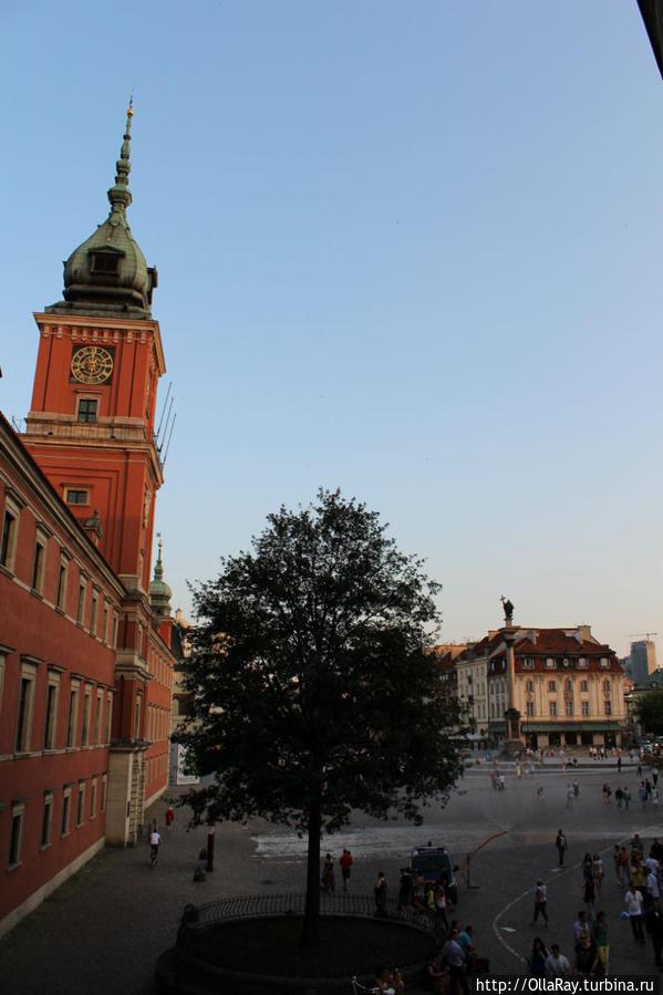 Вид из окна на Замковую площадь