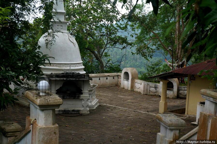 Пещерный  храмовый  комплекс  Мулкиригала...