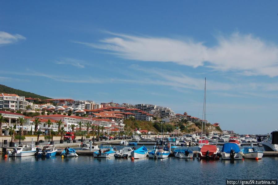 Осенний променад по яхтенному порту Свети-Влас, Болгария