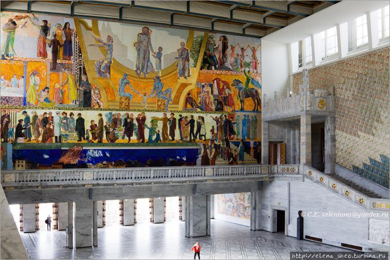 28. Вид главного зала с галереи.