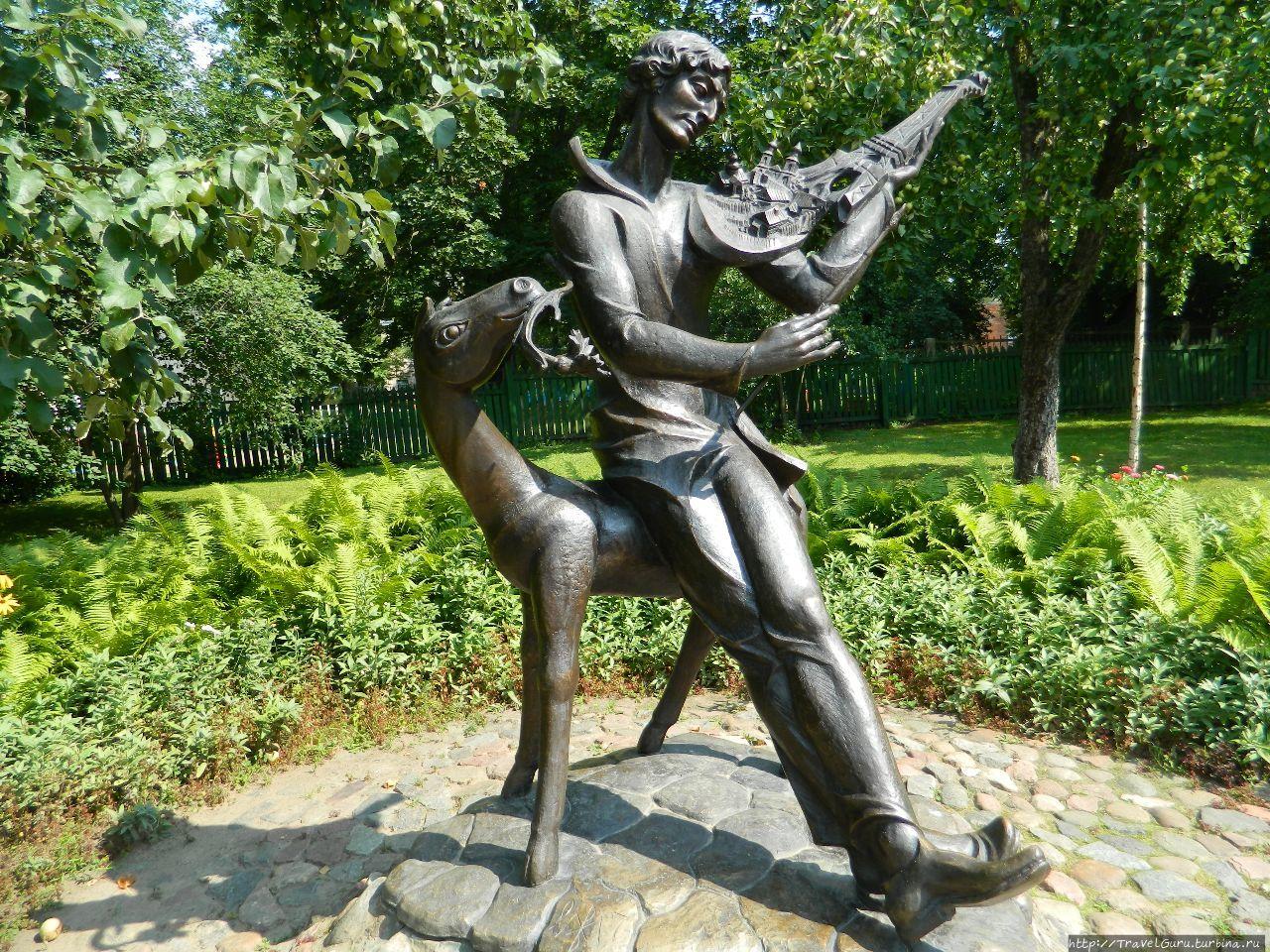 Скульптура во дворике дом