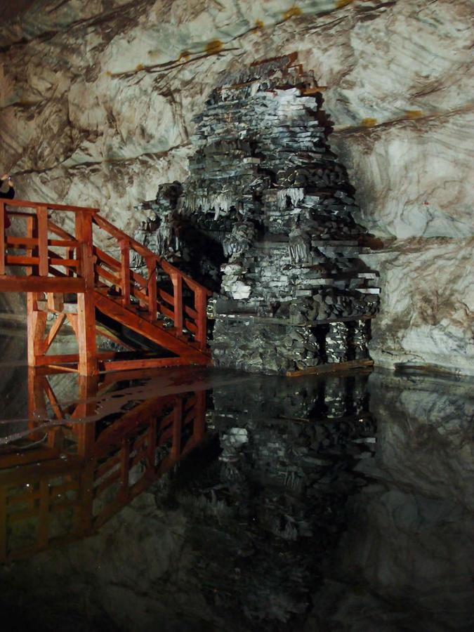 фонтан на подземной реке
