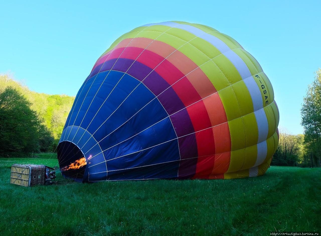 На воздушном шаре за Буренкой Бенак-э-Казнак, Франция