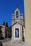 Возле стены Кафедрального собора девы Марии наш микроавтобус припарковался, как бы повинуясь жесту св. Павла, изображенного на колокольне