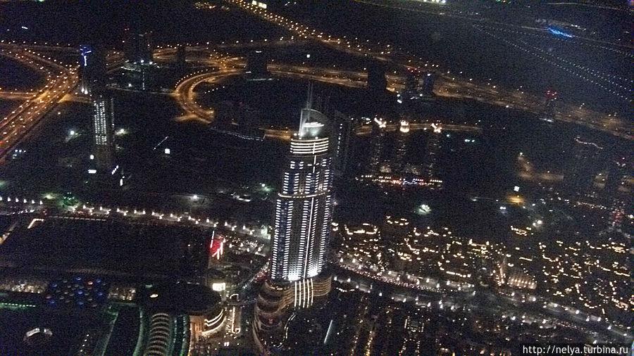 Вид на Дубай с 124 этажа башни Бурж Халифа