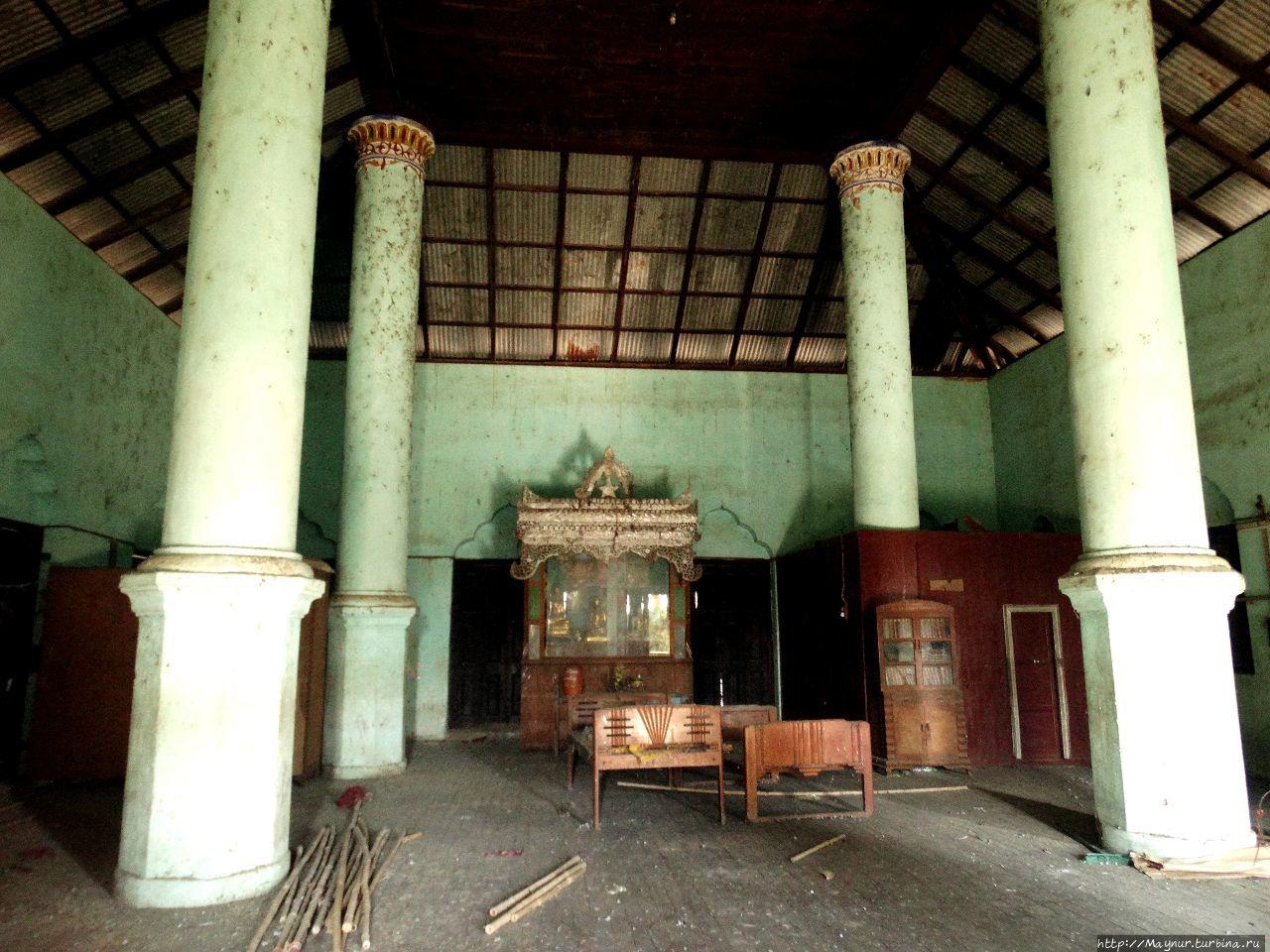 Старый  заброшенный  храм