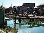 Набрежная в Тане ))) Тут вам и мост и променанд, и все что хотите ... и туалет, кстати, тоже (с естественным смывом) ))