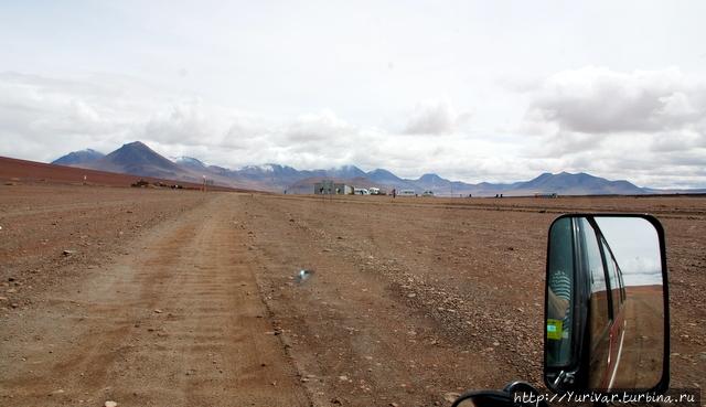 Там, впереди — погранзастава Боливии Сан-Педро-де-Атакама, Чили