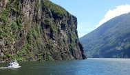 В водах фьорда тоже левостороннее движение