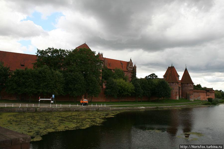 Вид на крепость с противоположного берега