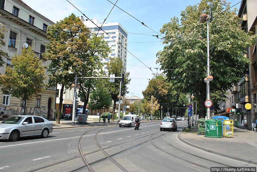 Перекресток, на котором нужно перейти дорогу и повернуть направо