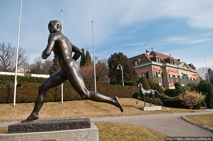 Финский бегун, Пааво Нурми, завоевавший наибольшее количество медалей в легкой атлетике. В Турку стоит такой же памятник